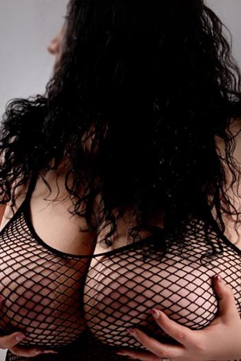 Escort Rubensmodel Antonia striptease erótico de pies Domina Berlin juegos sexuales de pis