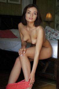 Las prostitutas Berlin Haus Hotel ordenan a Isabell jung sexy ofertas desnudándose en tacones altos