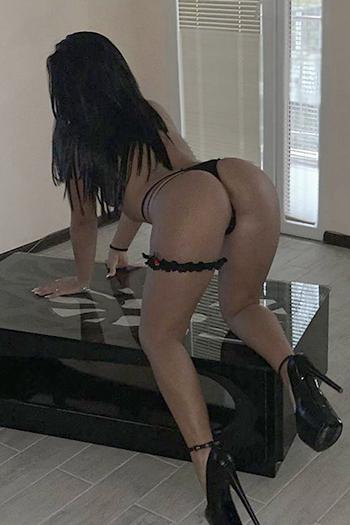 Encuentro sexual en Berlín con la prostituta escort Dilara super servicio de tetas firmes