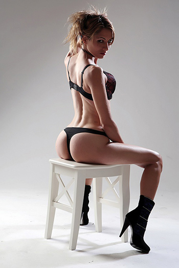 Chica de compañía Elena Straps & High Heels Top Sex Service en Berlín