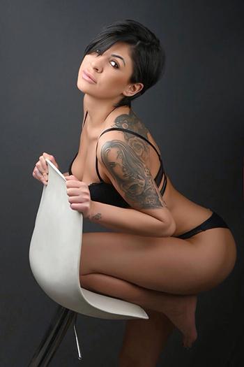La escort berlinesa modelo Kleo siempre lista para una aventura sexual
