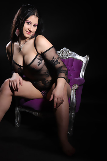 Escort erótica modelo Rosa chica sexual casi lujuriosa y muy versátil visita Berlín