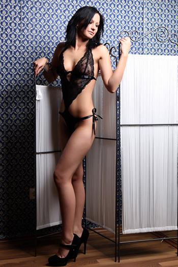 Simona modelo de escort principiante delgado sexo pequeño en Berlín