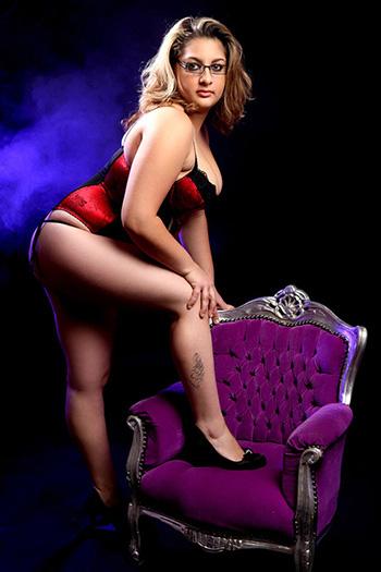 Zina Escort Berlin Modelo Lust Sexo Mujer perfecta Cuerpo suave Natural