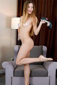 Reserve discretamente Ladie Eyleen de primera clase para una aventura sexual con una solicitud de servicio de tacones altos a través de la agencia de acompañantes de Berlín